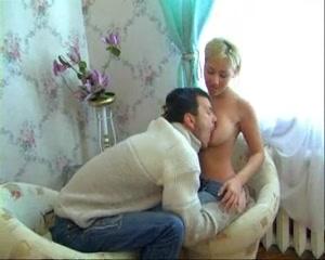 Сладкая блондинка позволила любовнику завершить секс окончанием внутрь
