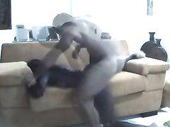 Шоколадная негритянка в жёстком анальном видео трахнута в каждую дырку