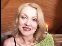Роскошная блондинка в колготках в видео подставила дырки зрелому любовнику