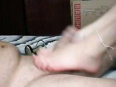 Домашний фут фетиш от нежной любительницы дрочить член ступнями до оргазма