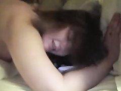 Горячая итальянка в домашнем видео трахается с негром и стонет от чёрного члена
