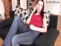 Рыжая очаровательная немка в домашнем видео берёт в рот и трахается в киску