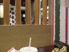Немецкая блондинка для видео от первого лица исполнила любительский минет