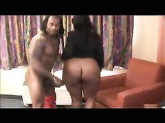 Мускулистый негр с тату в любительском видео вставил темнокожей толстухе