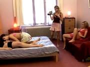 Шаловливые лесбиянки пригласили парня для съёмки группового домашнего видео
