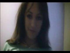Фигуристая шлюха в видео от первого лица исполнила любительский минет с усердием