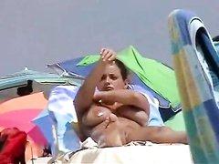 Любительское видео с нудистского пляжа с симпатичными голыми туристками