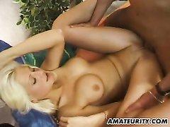Домашний минет от блондинки настраивает на шикарный секс в вечернее время