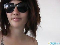 Азиатская брюнетка с маленькими сиськами показывает в видео волосатую щель