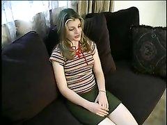 Скромная проститутка в анальном видео отдалась в попу на мягком диване