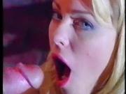 Шикарная блондинка в домашнем видео после оральных ласк глотает сперму