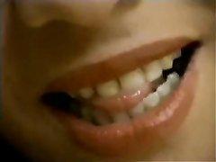 Латинка с волосатой киской в домашнем видео сосёт член до вхождения в киску
