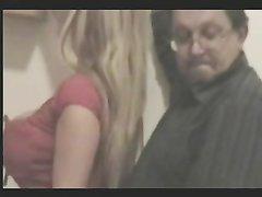 Блондинка с большими сиськами нуждается в домашнем сексе с поклонником