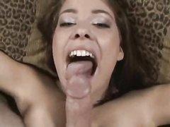 Молодая любовница с широкими бёдрами в видео от первого лица сосёт и дрочит член