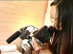 Французская блондинка попросила подругу снять любительское видео интима