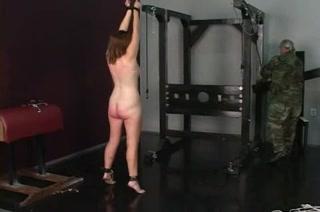 Упитанная дама в домашнем видео связана для жёсткого БДСМ со зрелым хахалем
