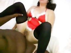 Белая домохозяйка для любительского ролевого секса выбрала негра с чёрным членом