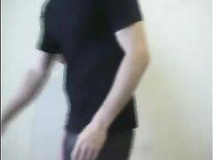Чувак в маске связал покорную любительницу БДСМ и в видео отхлестал попу