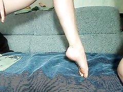 Лесбиянки в домашнем видео устроили анальный фистинг и мастурбацию на вебкамеру