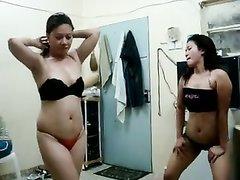 Азиатские лесбиянки в нижнем белье в любительском видео дрочат дырочки