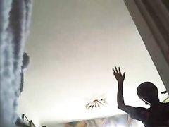Скрытая камера сняла домашнее видео с подглядыванием за одинокой дамой