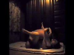 Любительский секс японской пары в гостиничном номере снимает скрытая камера
