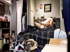 Домашнее видео супружеской измены горячей брюнетки снимает скрытая камера