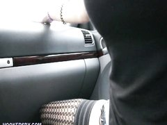 Рыжеволосая пассажирка бесплатно сделала любительский минет водителю