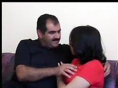 Арабская красотка встретилась с толстым любовником для секса без отношений