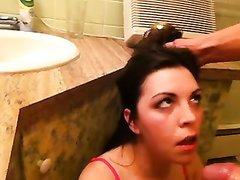 Минет и жёсткая глубокая глотка в домашнем видео с покорной проституткой