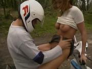 Мотоциклист вывез немку на природу для любительского секса на свежем воздухе
