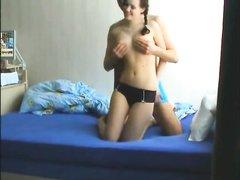 Утром молодая немецкая пара занялась домашним сексом перед вебкамерой