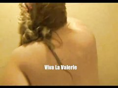 Необъятная толстуха с гигантской задницей в любительском видео моется в ванной