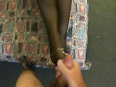 Домашняя нарезка видео с окончанием на ноги и сиськи азиатских развратниц