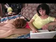 Рыжая лесбиянка в любительском видео с женским доминированием лижет киску госпоже