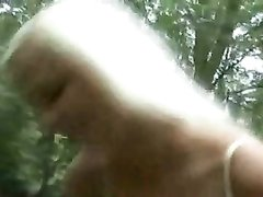 Ухоженная блондинка на пикнике пожелала любительского секса с окончанием в рот